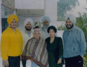 1.6. Sons Raj, Jang, Karanjit & Ravi(back row) wife Charanjit Kaur & daughter Bikram(front) - Jalandhar, India - December, 2002 - Pic. by Harman