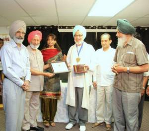 12. Ravinder Ravi receiving Life Time Achievement Award from Punjabi Aarsi Writers' Club, Surrey, BC, Canada - 2013 -(FILEminimizer)