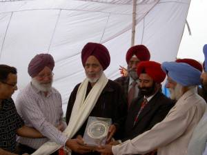 7. Ravinder Ravi being honoured by Likhari Sabha, Jagat Pur - 2006