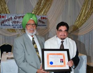 Ravinder Ravi presenting, IAPAA Award for 2011 to Canadian Punjabi poet Charan Singh  - Surrey, BC, Canada - April 8, 2012